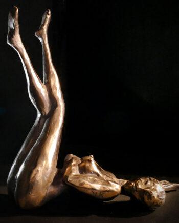 Resting, wood, bronze, taunokangro, sculpture, bronzesculpture, nude
